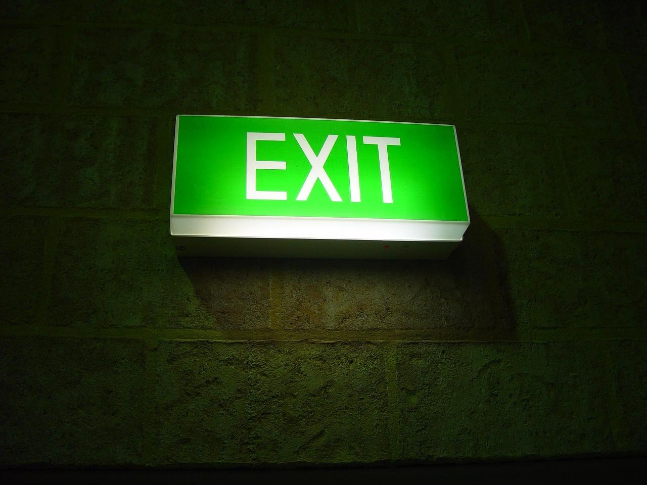 Jakie obowiązują standardy w oświetleniu ewakuacyjnym?